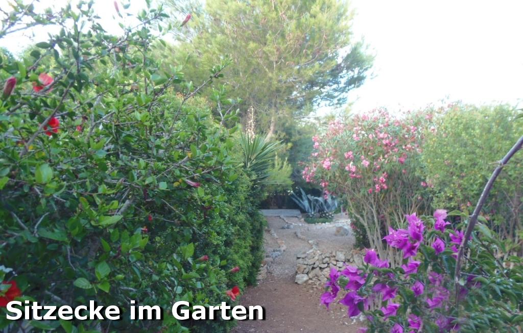 Sitzecke im Garten der Villa Hibiscus