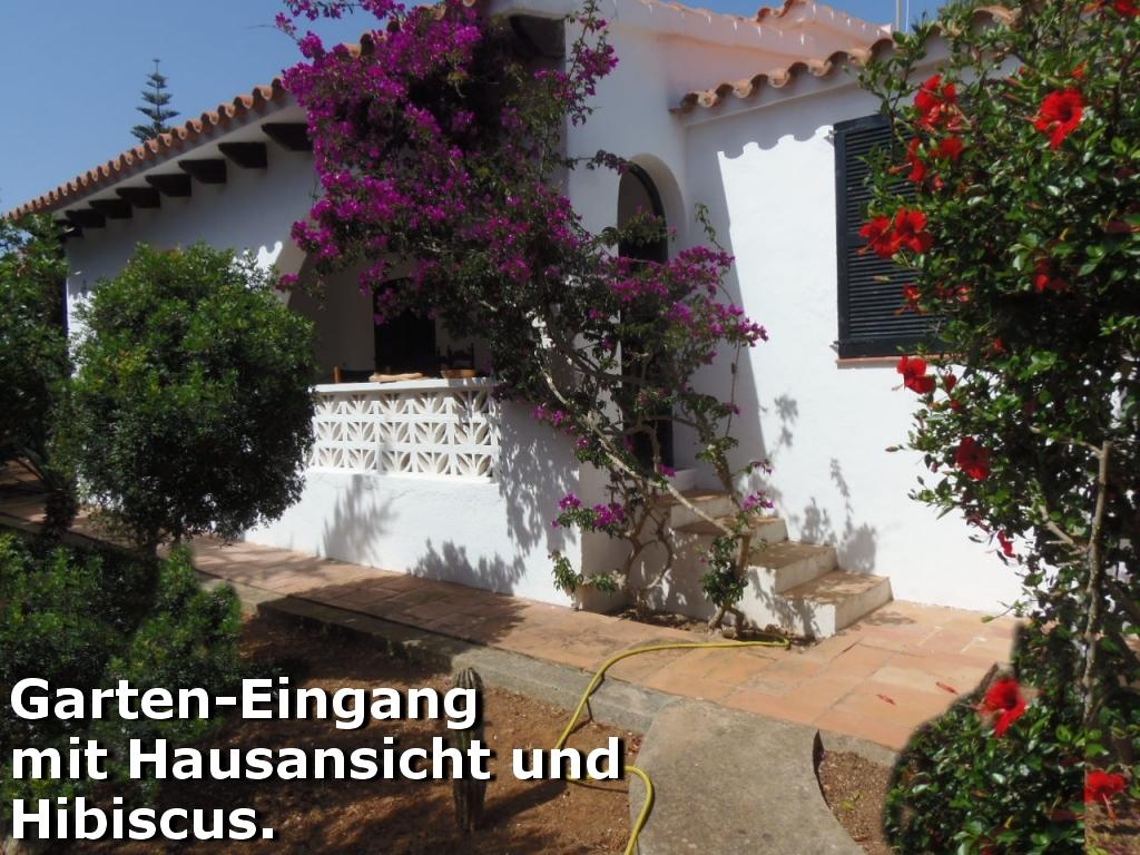 Garten-Eingang mit Hausansicht der Villa Hibiscus